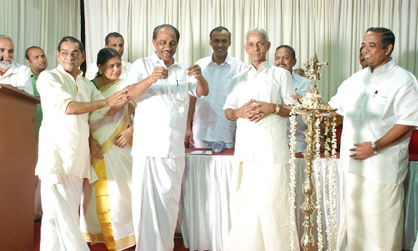 Kalamandalam M. Gopalakrishnan being honoured by Minister K. Babu